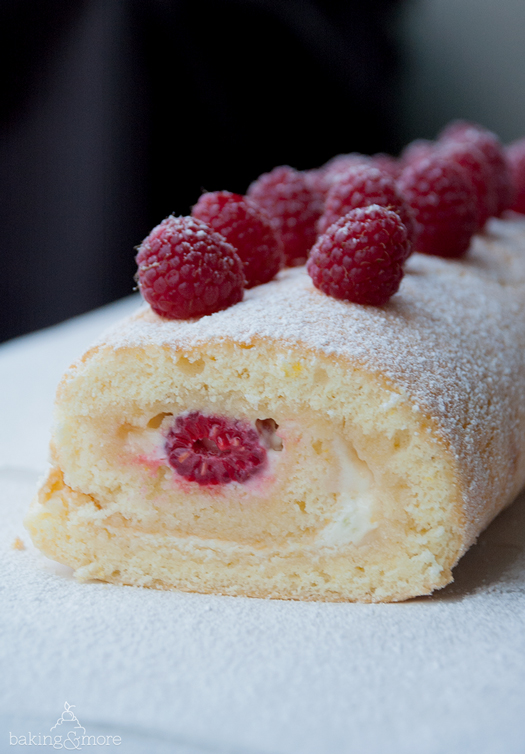 Zitronenrolle mit Himbeeren - Lemon Roll with Raspberries
