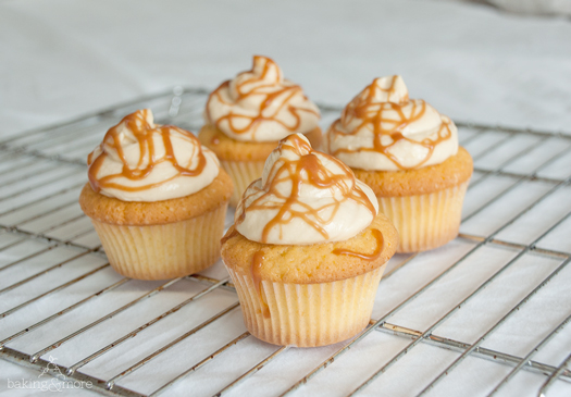 Vanille-Cupcake mit Karamell-Frosting - Vanilla Cupcakes with Caramel Frosting