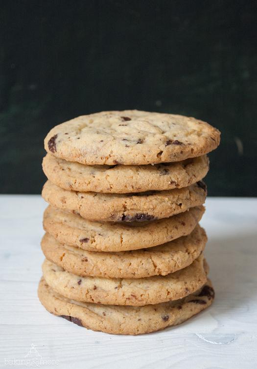Cookies mit dunkler und weißer Schokolade - Cookies with dark and white chocolate