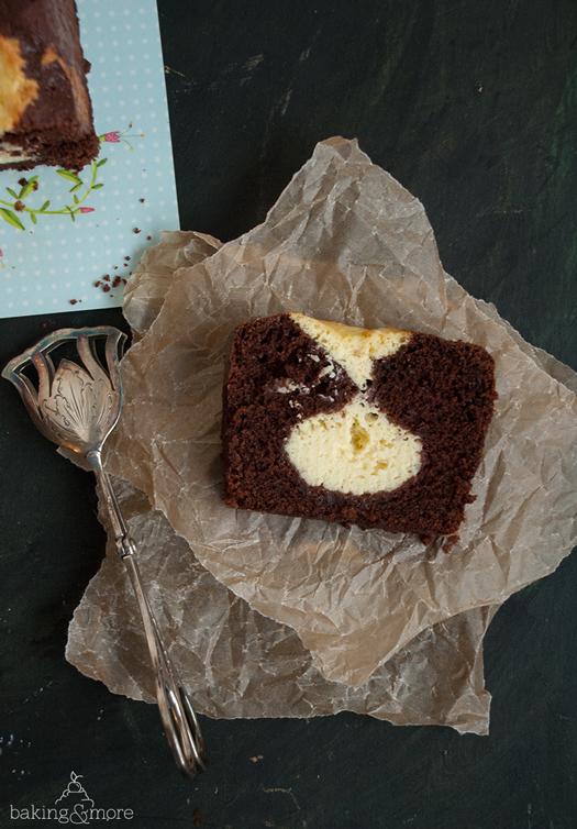 Saftiger Schokoladenkuchen mit Cheesecake-Kern