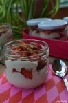 erfrischender Nachtisch im Sommer mit Erdbeeren