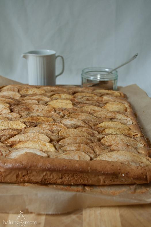 Apfel-Ahornsirup-Blechkuchen