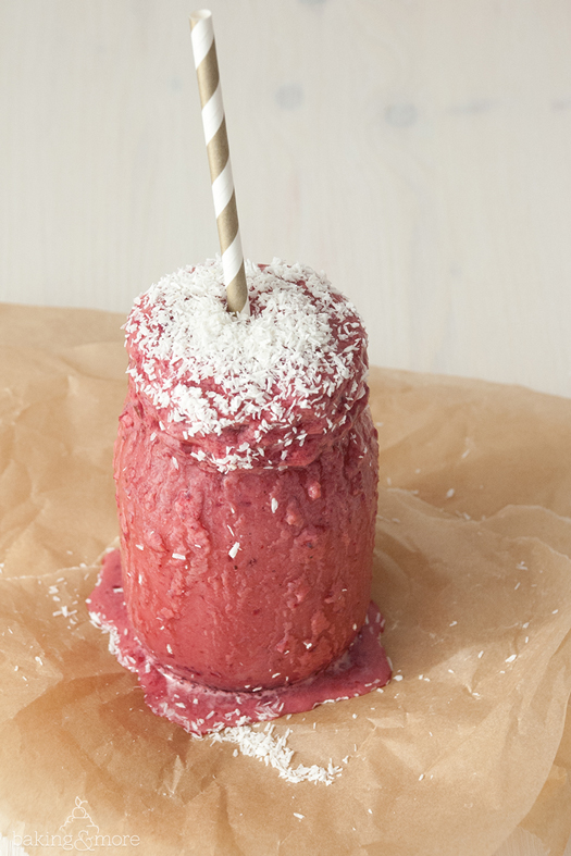 Frozen Kirsch-Bananen-Smoothie mit Kokos - Frozen Cherry Banana Smoothie with Coconut