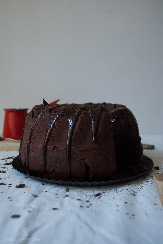 Schokoladen-Haselnuss-Gugelhupf mit Ganache {Chocolate Hazelnut Bundt Cake with Ganache)
