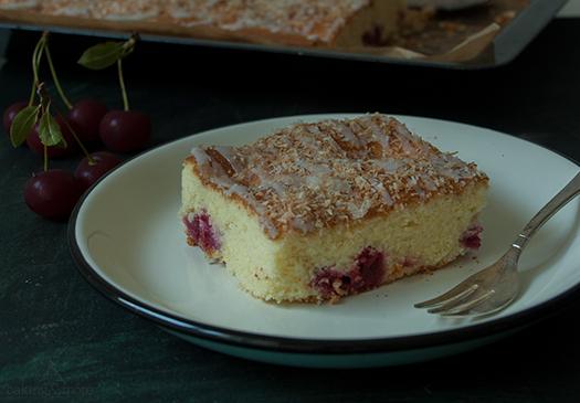 Sauerkirschkuchen mit gerösteten Kokosflocken {Sour Cherry Cake with roasted Coconut Flakes}