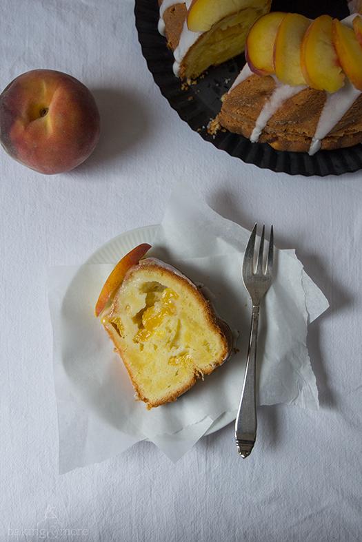Pfirsichgugelhupf mit griechischem Joghurt - Peach Bundt Cake with Greek Yoghurt