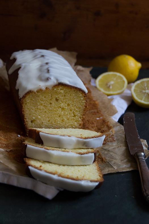 Feiner Zitronenkuchen mit Topping aus griechischen Joghurt - Fine Lemon Cake with Greek Yoghurt Topping